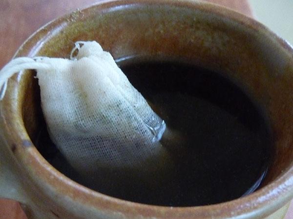 herbal-tea-using-homemade-tea-bag