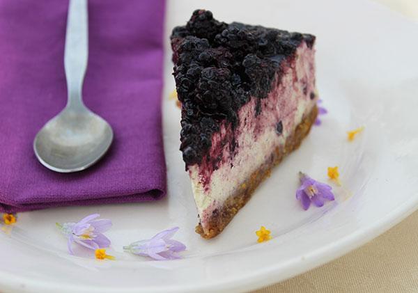 raw-cheesecake-recipe-acai-blackberry