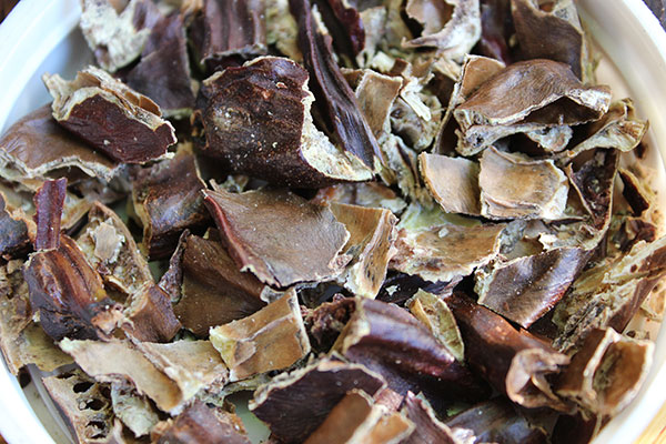 what-is-carob-pieces