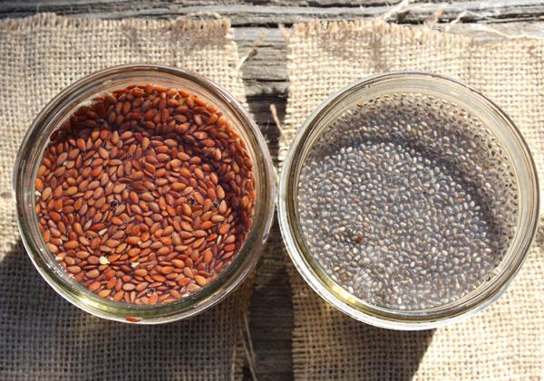 chia-seeds-vs-flaxseeds