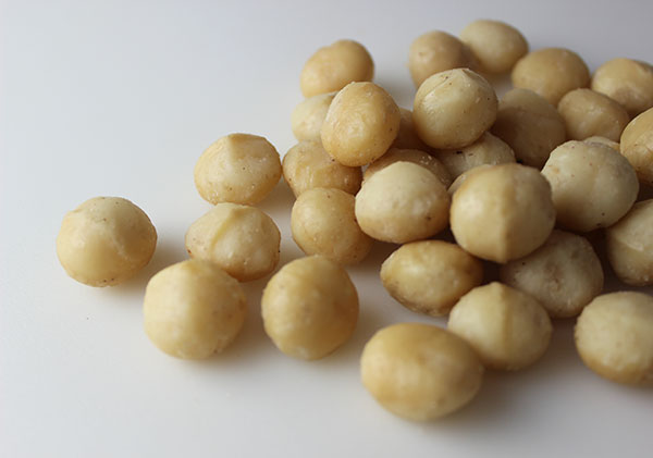 nuts-and-seeds-macadamia