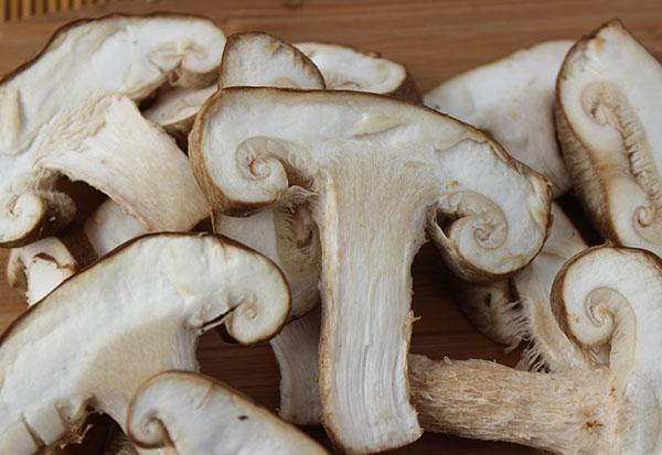 shiitake-mushrooms-sliced