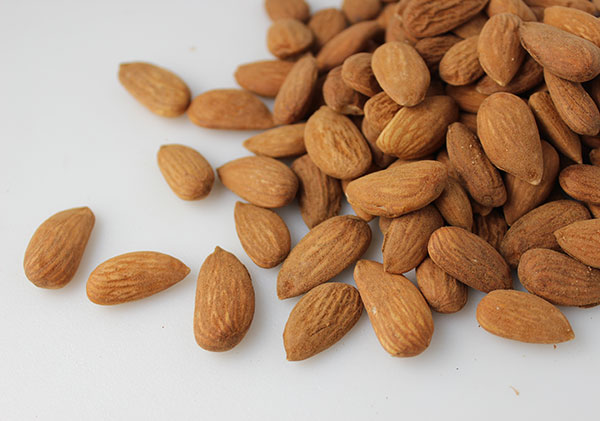 types-of-nuts-almonds