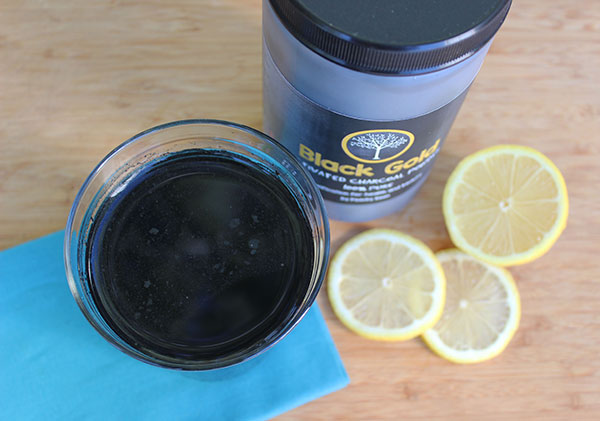 activated-charcoal-powder-in-water-with-lemon