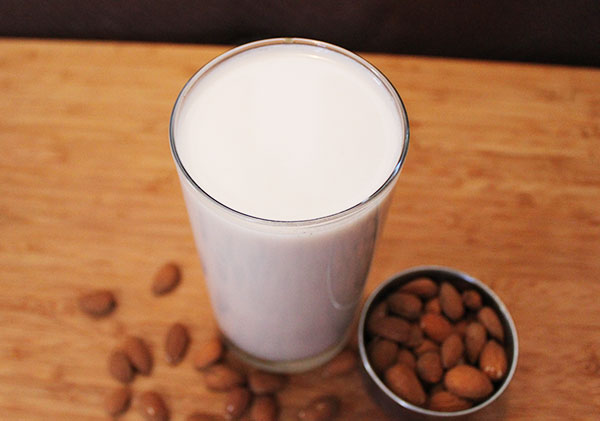 almond-milk-recipe-basic-original