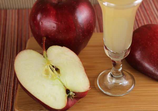 apple-cider-vinegar-raw-apples