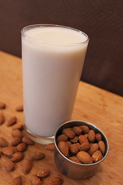 benefits-of-almond-mik-nutrition