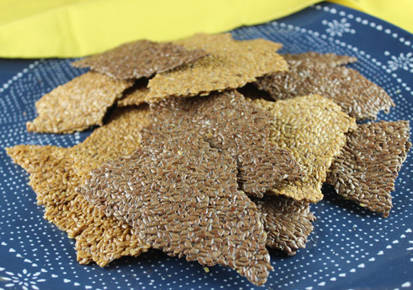 chips-and-crackers-flaxseed-crackers