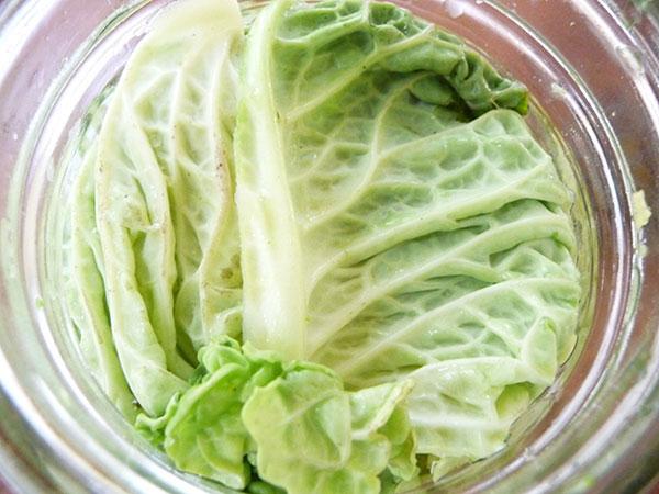 cultured-vegetables-jar-packing