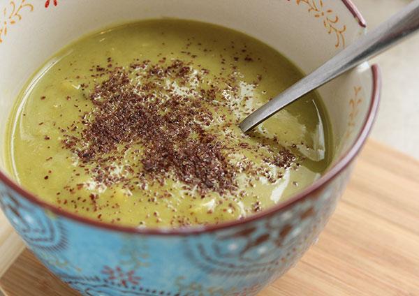 dulse-seaweed-flakes-in-soup