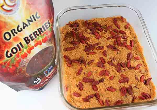 goji-berry-carrot-cake-goji-layer
