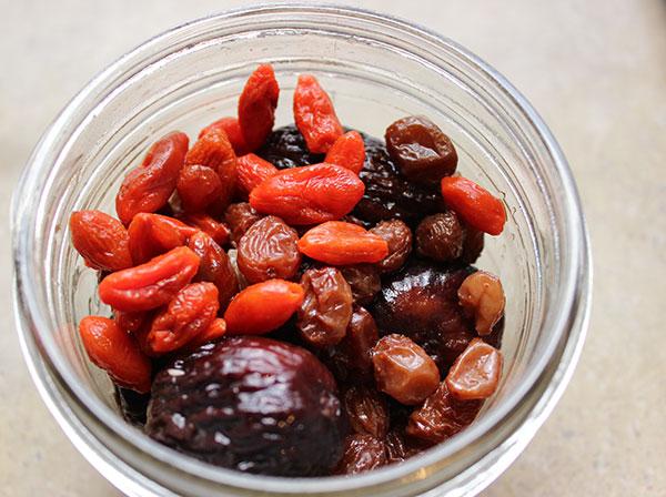 healthy-granola-recipe-soaked-fruit