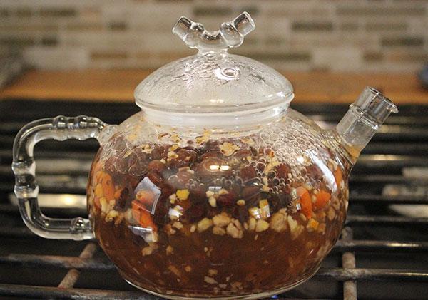 herbal-tea-decoctions-in-teapot