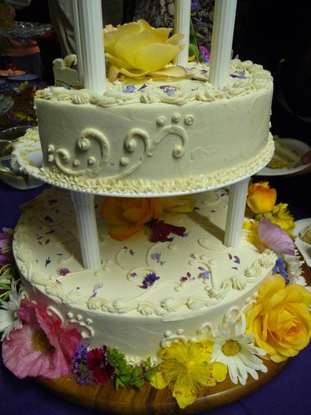 list-of-edible-flowers-wedding-cake