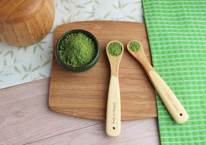 matcha-powder-teaspoons