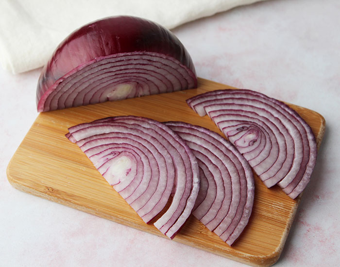 pickled-red-onions-recipe-slicing-1
