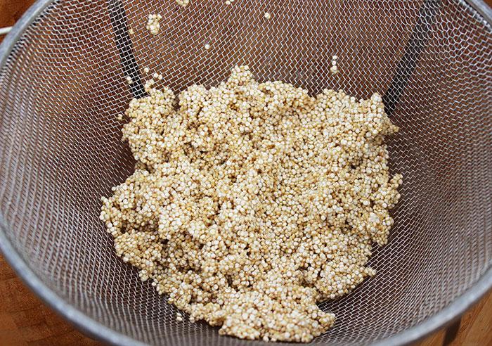 quinoa-recipe-rinsing