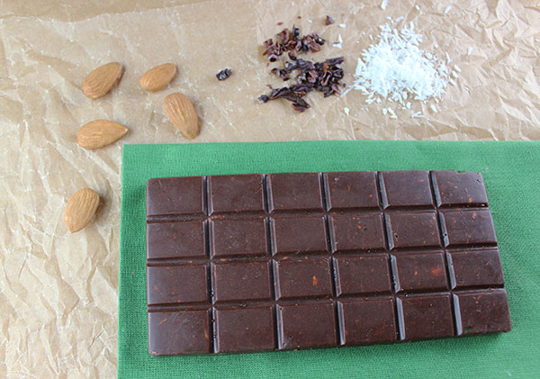 raw-chocolate-bar-mint-almond-coconut