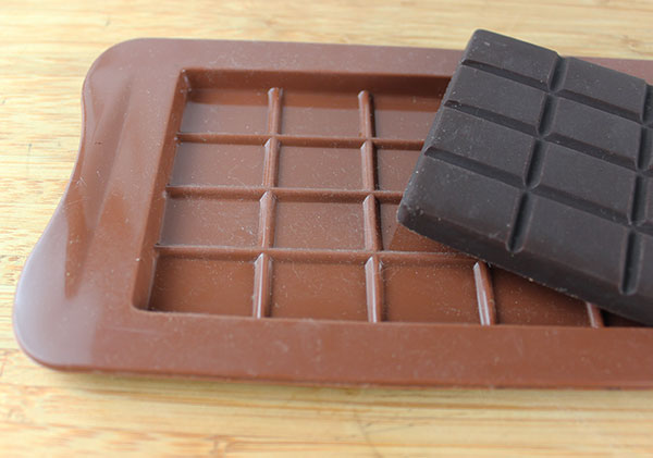 raw-chocolate-bar-mold