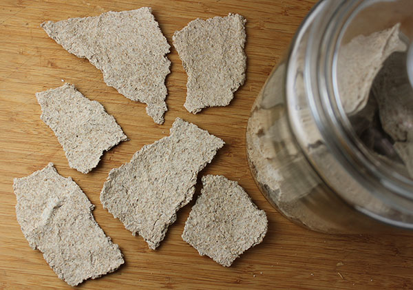 raw-sprouted-rye-crispbread-crackers