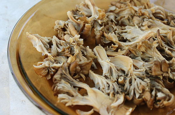 sliced-maitake-mushrooms