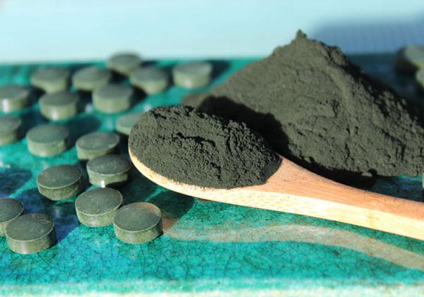 spirulina-benefits-powder-tablets