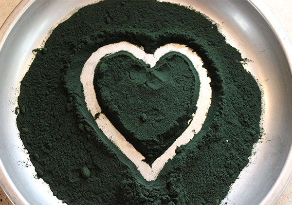 spirulina-powder-heart
