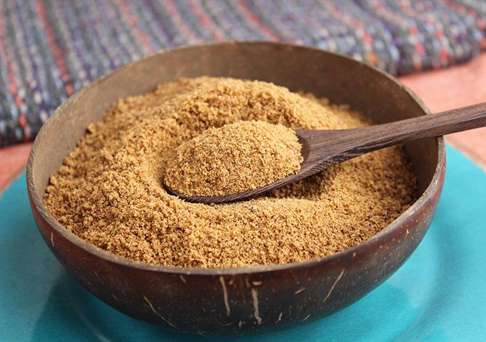 spoon-close-up-coconut-sugar-bowl