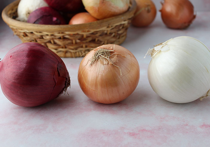 types-of-onions-red-yellow-white