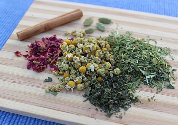 ashwagandha-milk-recipe-herbal-ingredients