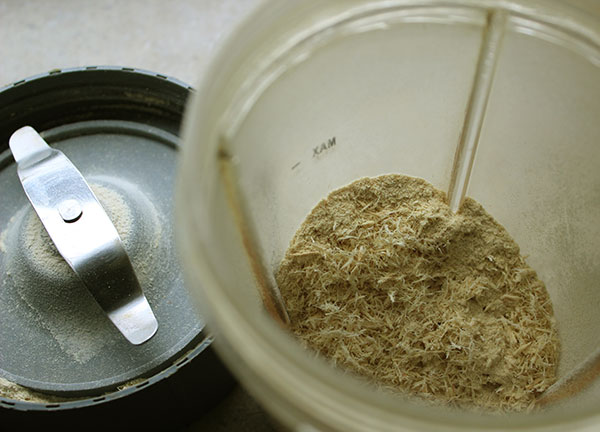 astragalus-root-slices-ground
