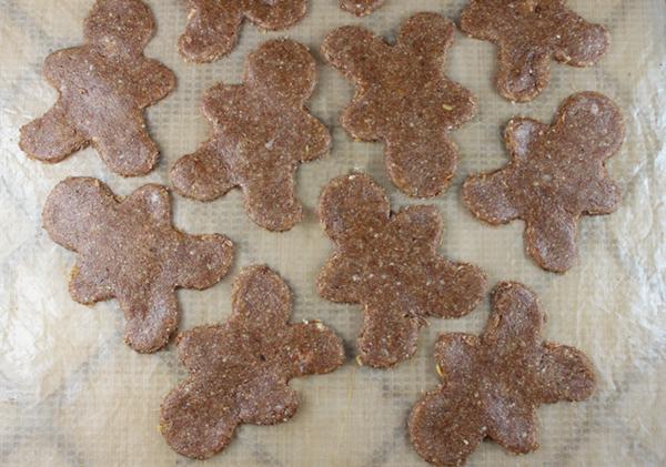 gingerbread-cookie-men-on-dehydrator-sheet