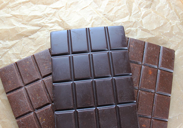 raw-chocolate-bars-with-superfoods